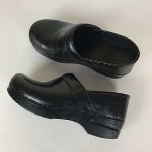 Dansko | Black Leather Professional Clogs.